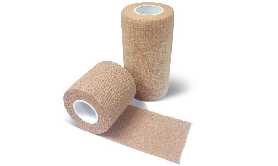 产品名称:阿敷祺 弹力自粘绷带 由优质棉质纱布或无纺布织物及弹力丝为基材,外喷天然乳胶制成。 适用范围: 该产品适用于适用于外科固定、包扎或压力治疗。 1) 骨科包扎、肢体固定、运动防护固定 2) 四肢扭伤、关节肿痛包扎、 3) 下肢静脉曲张包扎 4) 夹板固定及关节固定保护等, 5) 也完全适用于体育锻炼中的扭伤和保护 产品优势: 1) 高弹力性:高伸长率,关节部位使用后活动不受限制,不会妨碍血液循环; 2) 高透气率:多孔结构,保证皮肤的正常功能; 3) 高持久度:不滑落、不变形、提供稳定适度的压力;